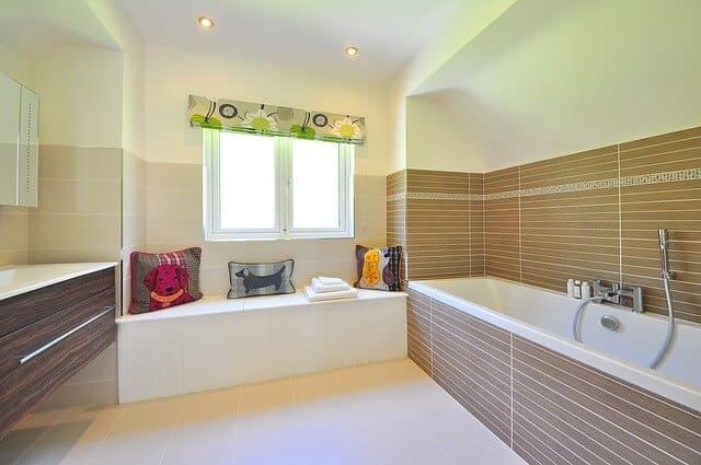jaune pour une salle de bain