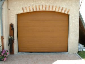 pose porte de garage en bois